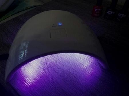 Ультрафиолетовая лампа для наращивания ногтей